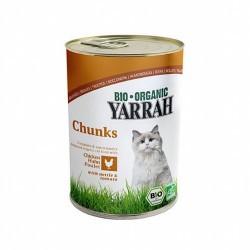 Trozos suculentos de 34% de pollo en salsa Bio Yarrah.  Se ha añadido ortiga a los trozos de pollo.  La ortiga es buena par