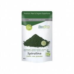 La espirulina es un alga de agua salada de un color verde azulado y con forma de espiral. Usado desde milenios como fuente de a