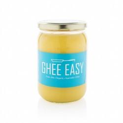 Ghee, una forma muy pura de mantequilla clarificada, ha ganado popularidad recientemente. Al igual que el aceite de coco, es un