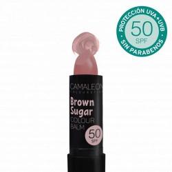 Protege tus labios con un toque de color. Bálsamo labial con protección SPF50 de color suave y con activos naturales. Descrip