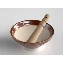 El suribachi de MIMASA, de 18 cm de diámetro, es un mortero de cerámica con estrías de origen japonés que, con la ayuda del maz
