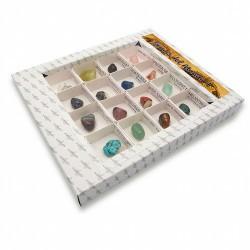 GEMAS DEL MUNDO 1 Colección de 16 GEMAS montadas en caja de 4x4 cms. con indicación del nombre y procedencia del mineral.